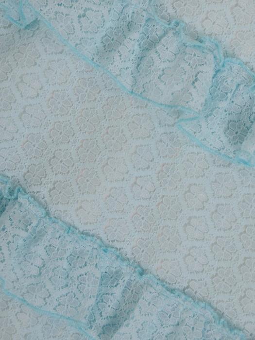 Romantyczna sukienka wykończona falbankami, elegancka kreacja z koronki 21490