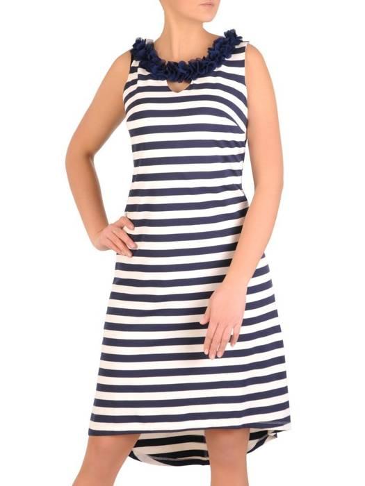 Asymetryczna sukienka w paski, kreacja z ozdobnym dekoltem  28289