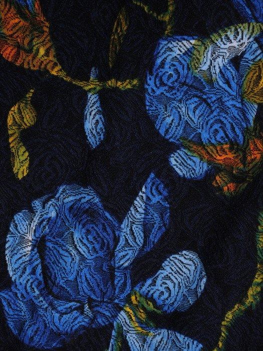 Atrakcyjna sukienka w niebieskie kwiaty, kreacja z modnymi rękawami 19055