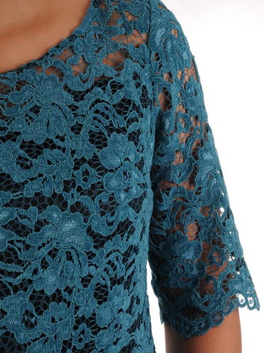 Atrakcyjna sukienka z kontrastowej koronki, elegancka kreacja wyjściowa 21964