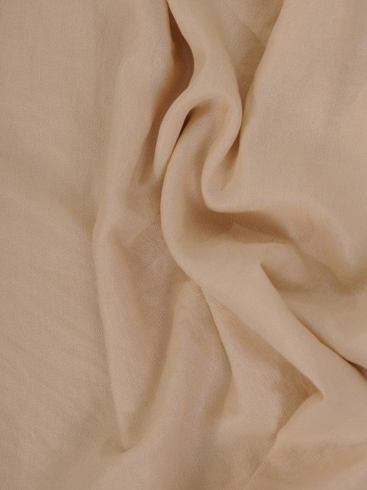 Beżowa bluzka z ozdobnym dekoltem 24259