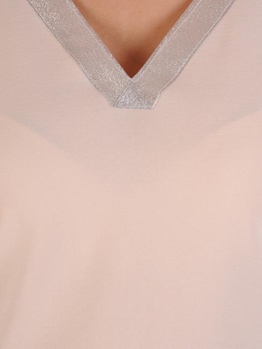 Bluzka damska z ozdobnym dekoltem w serek 20766.