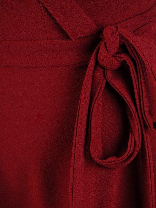 Bordowa sukienka kopertowa, rozkloszowana kreacja z modnym kołnierzem 19754