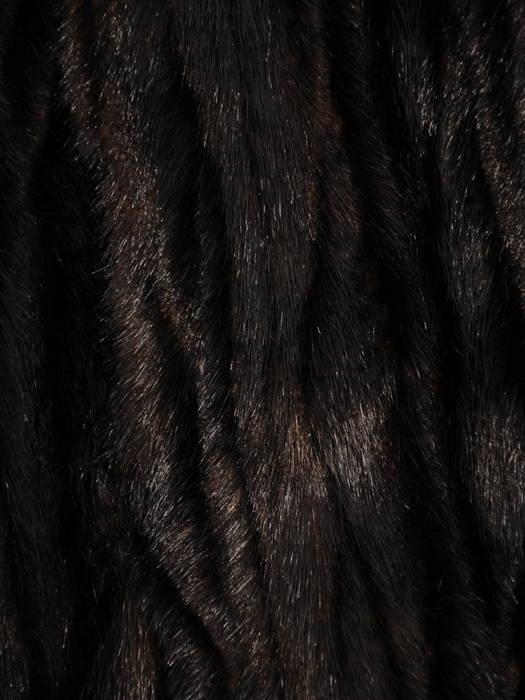 Brązowy krótszy płaszczyk  z miękkiego, przyjemnego futra 30953