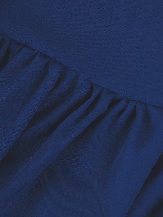 Chabrowa sukienka z asymetryczną falbaną i ozdobną klamrą 25948