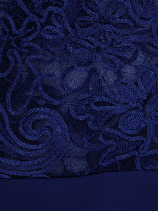 Chabrowa sukienka z koronkowymi rękawami, elegancka kreacja wyszczuplająca 19614
