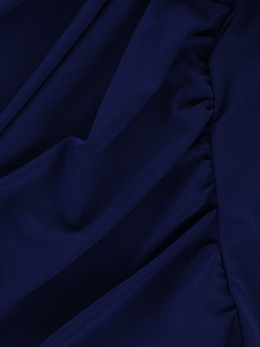 Chabrowa sukienka z modnymi marszczeniami 17063, kreacja z eleganckiej dzianiny.