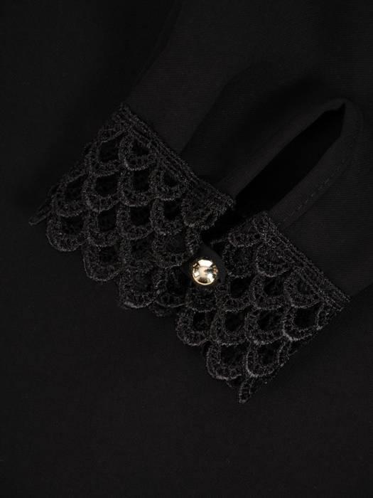Czarna bluzka z ozdobnym dekoltem 27900