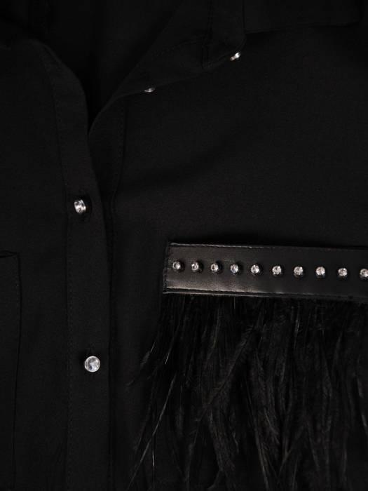 Czarna koszula z długim rękawem i kołnierzykiem, klasyka w garderobie 28023