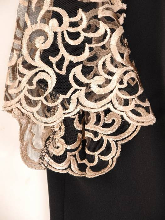 Czarny, elegancki komplet damski zdobiony złotym haftem 30456