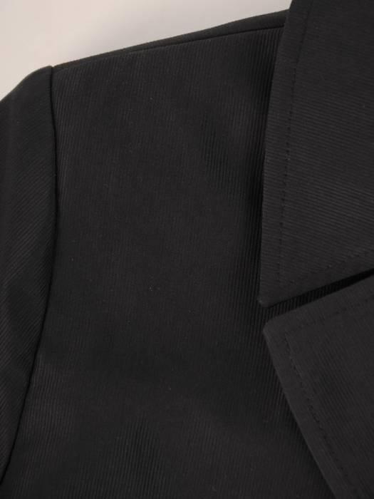 Czarny płaszcz damski z paskiem 28337