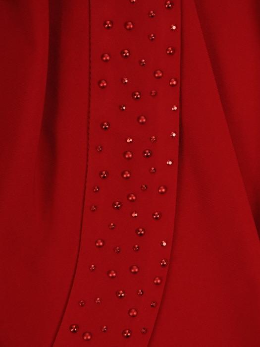 Czerwona sukienka na wesele, kopertowa kreacja z połyskującym zdobieniem 21422
