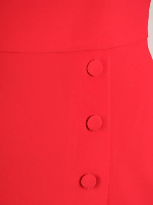 Czerwona sukienka z ozdobną listwą z guzikami 30361