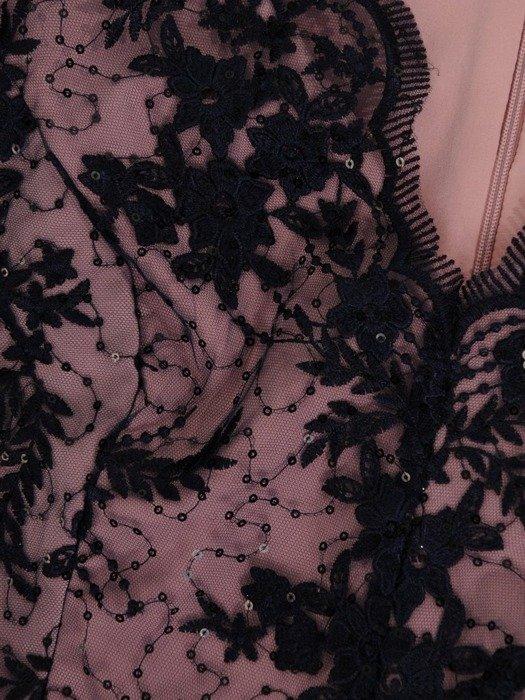 Długa suknia z efektownym rozcięciem, nowoczesna kreacja wieczorowa  26708