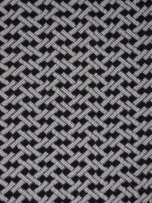 Dzianinowa sukienka w nowoczesny, geometryczny wzór Dina II.
