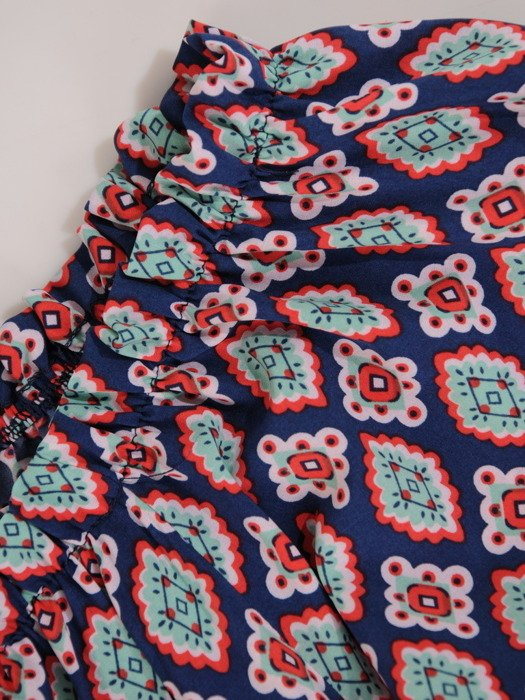 Elegancka bluzka z efektownie pomarszczonym dekoltem 15828