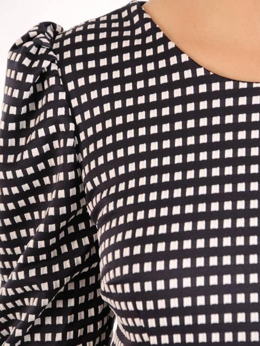 Elegancka dzianinowa sukienka z bufiastymi rękawami 27507