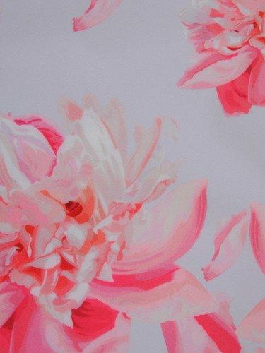 Elegancka sukienka midi 15558, piękna kreacja w kwiaty.