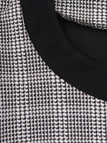 Elegancka sukienka wykończona czarnymi lamówkami Szarlota IV