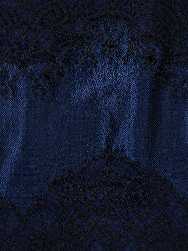 Elegancka sukienka z granatowej koronki 14425, kreacja z ozdobnymi rękawami.