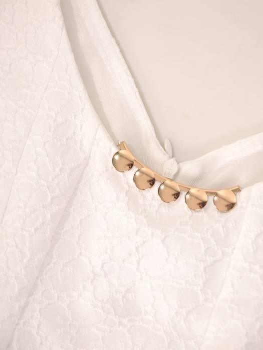 Elegancka sukienka z jasnego żakardu 29850