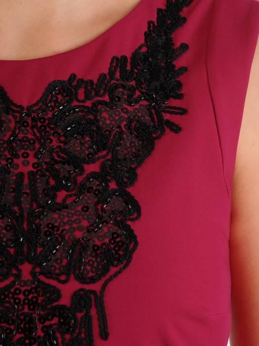 Elegancka sukienka z koronkowym dekoltem 27462