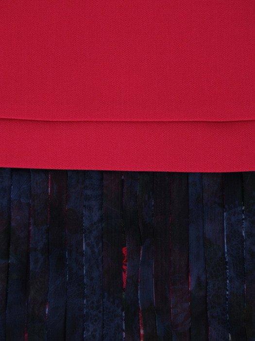 Elegancka sukienka z ozdobnymi plisami 17236, kreacja z łączonych tkanin.