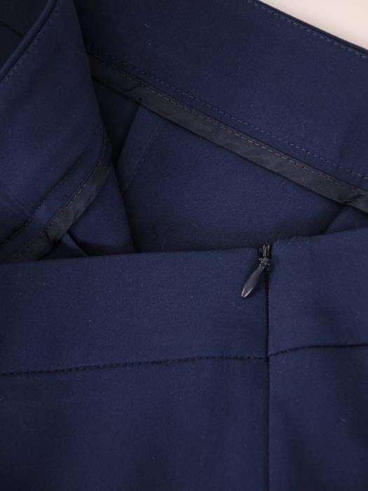 Eleganckie, granatowe spodnie z kantem 30340