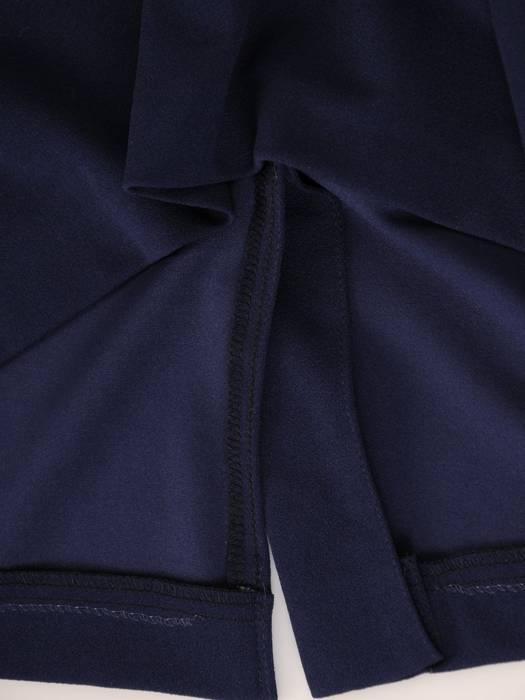 Granatowa sukienka ze stylowym kołnierzem, kreacja maskująca brzuch 19290