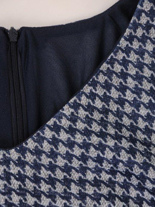 Jesienna sukienka w modną pepitkę 18056, rozkloszowana kreacja wyszczuplająca.
