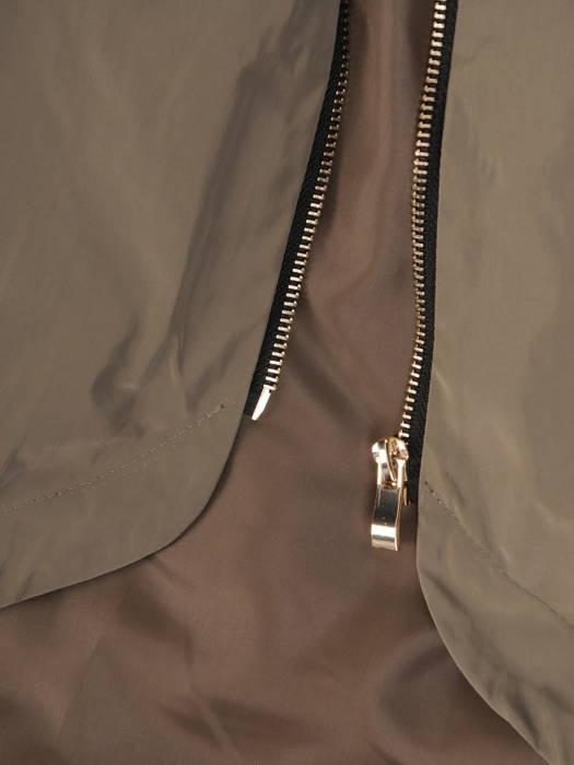 Jesienny płaszcz damski z kapturem i wydłużonym tyłem 30689