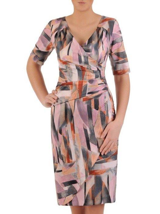 Kopertowa sukienka z modnymi marszczeniami, kreacja w ciekawej kolorystyce 25035