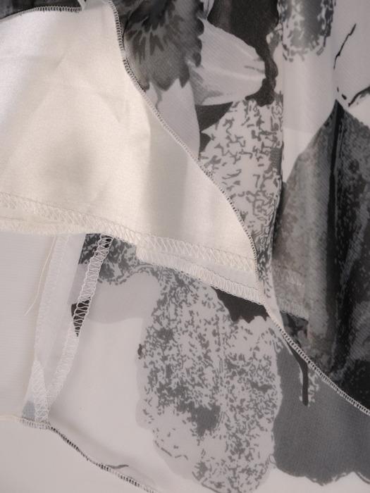 Luźna kreacja z szyfonu, zwiewna sukienka w kwiaty 21596.