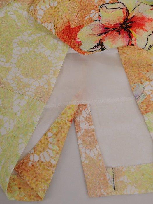 Modna sukienka w eleganckie kwiaty 16741, wiosenna kreacja z krótkimi rękawami