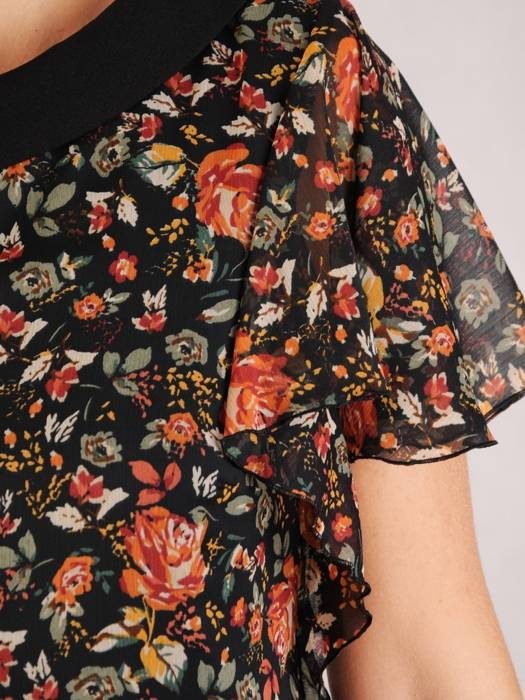Nowoczesna sukienka w kwiaty, kreacja z modnym półgolfem 27054