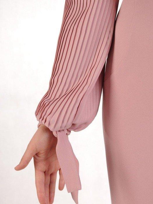 Nowoczesna sukienka z ozdobnymi, plisowanymi rękawami 25297