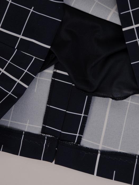 Prosta sukienka, granatowa kreacja w wyszczuplającym wzorze 20592.