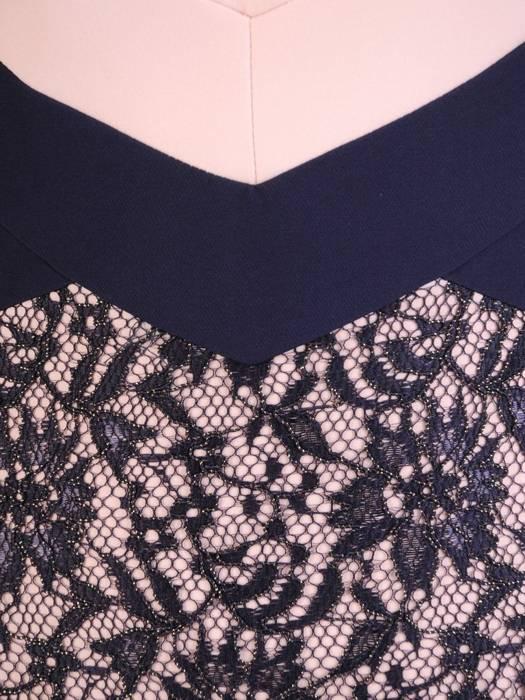 Prosta sukienka wizytowa, kreacja z wyszczuplającymi wstawkami 28589