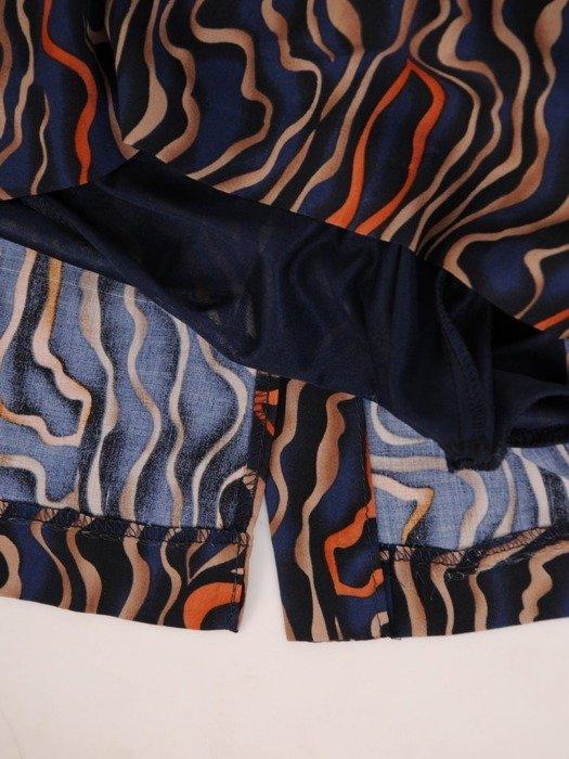 Prosta sukienka z ciekawym wzorem, wiosenna kreacja z guzikami 25467