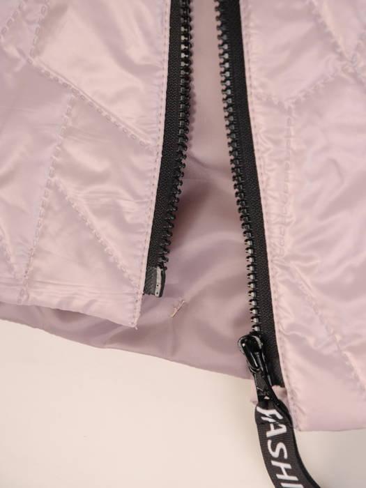 Pudrowa kurtka damska z modnymi  napisami na kapturze 30643
