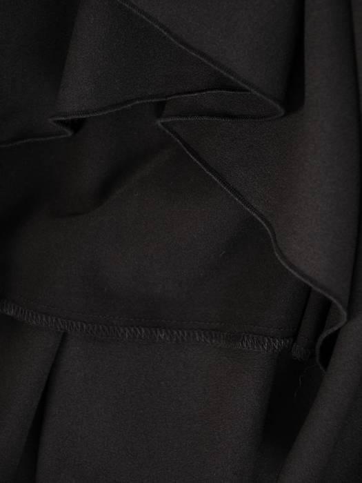 Rozkloszowana czarna sukienka, kreacja z kopertowym dekoltem 27837