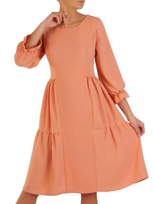 Rozkloszowana morelowa sukienka, kreacja z gumkami na rękawach 28256