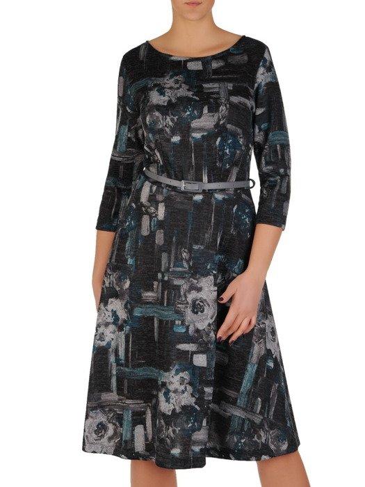 Rozkloszowana sukienka z wąskim paskiem, modna kreacja z dzianiny 18921
