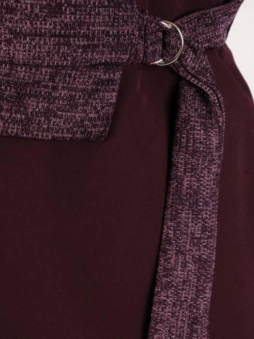 Śliwkowa sukienka w wyszczuplającym fasonie 27482