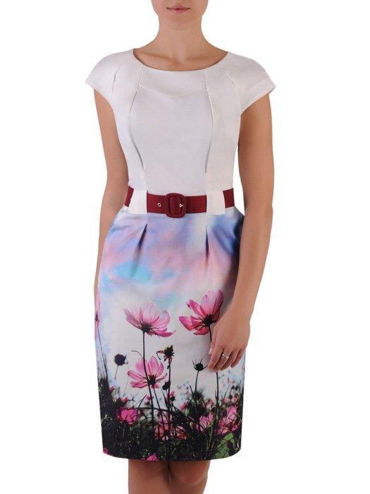Sukienka damska 17016, wyjściowa kreacja z paskiem podkreślającym talię.