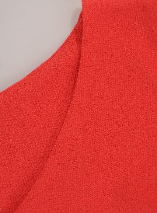 Sukienka damska 17253, koralowa kreacja z modnymi rękawami.