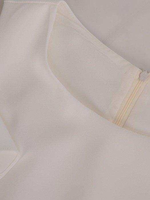 Sukienka damska 17369, jasna kreacja z oryginalnymi rękawami.