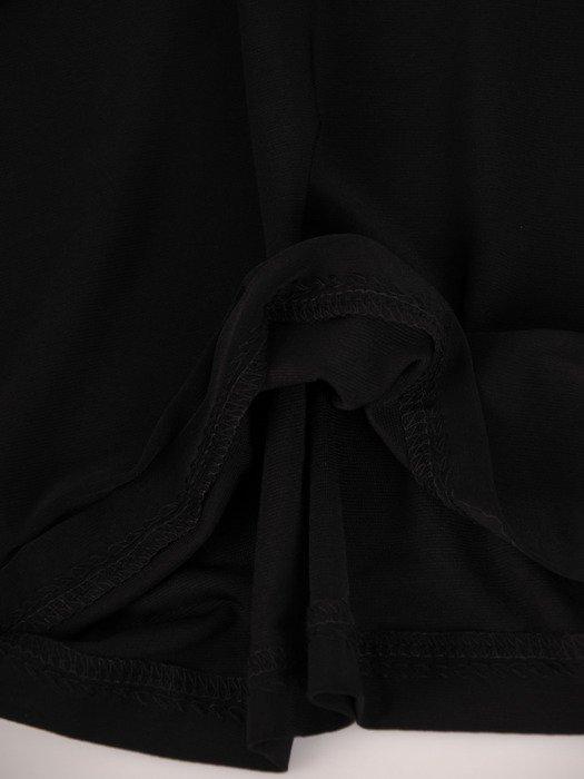 Sukienka damska 17472, czarna kreacja w prostym fasonie.