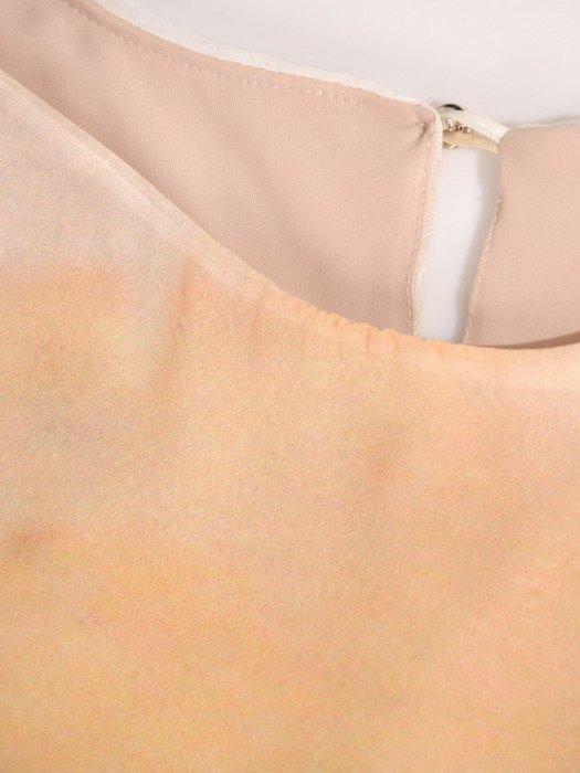 Sukienka damska 17536, elegancka kreacja w luźnym fasonie maskującym brzuch i biodra.