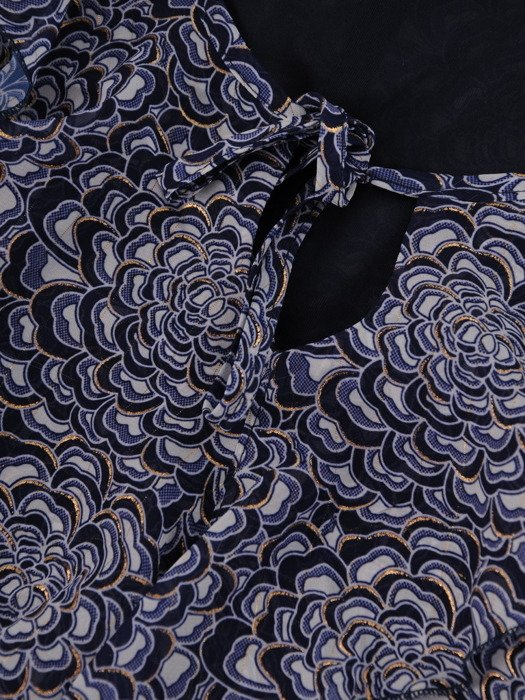 Sukienka damska 17567, zwiewna kreacja w luźnym fasonie.